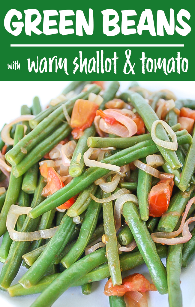 Vegan green beans with shallot and tomato