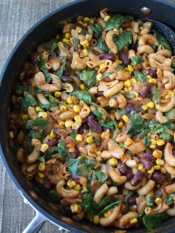 Cooked vegan chili mac in a pan