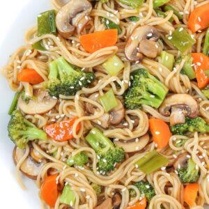 Vegan teriyaki noodles with vegetables